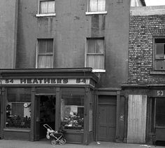 Heather's shoe shop Dublin 1970 Ireland Pictures, Images Of Ireland, Old Pictures, Old Photos, Derry City, Ireland Homes, Dublin City, Dublin Ireland, Reading Room