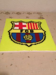 Escudo del Barcelona hecho con hama beads