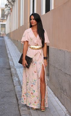 Vestido y Cuñas: Zara, Cinturón: Bgo&Me , Clutch: Christian Dior Reloj: Luxury Army