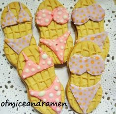 """Nutter Butter Bikinis"" from ""OF MICE AND raMEN"" -- Click through for three tutorial videos from ""Sweet Sugarbelle"" on icing cookies."