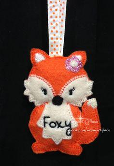 Handmade Embroidered Fox Ornament Key Fob  Zipper by MammiesPlace, $9.00 Bow Hair Clips, Hair Bow, Fox Ornaments, Christmas Ornaments, Felt Fox, How To Make Paint, Felt Applique, Felt Projects, Felt Hearts