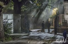 The Vampire Diaries -- The Originals -- Pictured (L-R): Daniel Gillies as Elijah and Joseph Morgan as Klaus -- Image Number: VD420d_0852b2.jpg -- Photo: Skip Bolen/The CW --  2013 The CW Network, LLC. All rights reserved.