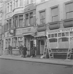 Gennaro's Italian restaurant. Dean St  The building is now the Groucho club