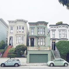 San Francisco style, down to the color of the cars. #Mini#Käfer#Bug#SanFrancisco#crewlife#vsco#vscocam#vscogood#mint#pastel#victorian#westcoast