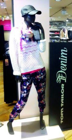 Outfit der Woche! Hose, Top, Pullover & Tuch: Tom Tailor Denim - Portemonnaie: Fritzi aus Preußen - Cap: Opus #fashion www.mensing.com