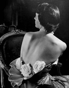 Modelo com criação do estilista Pierre Balmain, Nova York – 1949. (Nina Leen/Time & Life Pictures/Getty Images)