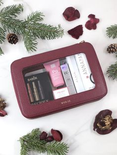 In this limited edition, VOLIE's signature cosmetic case made from high-quality recycled leather is filled with hand selected beauty treasures from the categories skincare and fragrance, worth over 200€ including two full size products. The perfect Christmas gift for all beauty lovers!