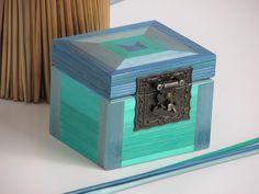 Petite boîte à bijoux décorée à la main en marqueterie de paille : Boîtes, coffrets par lapaillendeco