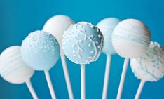 Wedding Cake Recipes 7 Tips to make amazing cake pops - A Pinch of This, a Dash of That - Cake pops are adorable. We have 7 tips how to make amazing cake pops. It has never been that easy to make cake pops for you and your kids! Blue Cake Pops, Blue Cakes, Cake Pops Blancos, Wedding Cake Pops, Wedding Cakes, Cakepops, Cake Pop Decorating, Blue Frosting, Christmas Cake Pops
