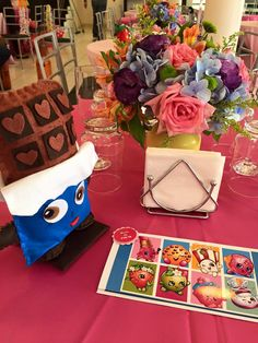 Apaixonada por esta linda Festa Shopkins!As meninas amam este tema super fofo.Imagens Cupcake ArtLindas ideias e muita inspiração!Bjs, Fabíola Teles.Mais ideias lindas: Cupcake Art....