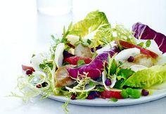 Sund aftensmad på max 30 minutter   Iform.dk Cobb Salad, Cabbage, Tacos, Vegetables, Ethnic Recipes, Food, Vegetable Recipes, Eten, Veggie Food