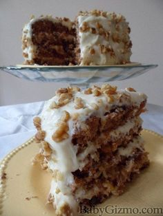 Carrot cake - basic vanilla cake except half brown sugar half white, add cups grated carrot, crushed pineapple drained and 2 oz coconut. Just Desserts, Delicious Desserts, Yummy Food, Baking Recipes, Cake Recipes, Dessert Recipes, Food Cakes, Cupcake Cakes, Savoury Cake