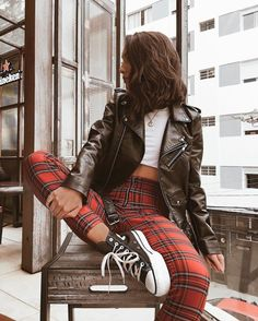 Kleider Rock Herbst – Oh, les rues de France! Edgy Outfits, Cute Casual Outfits, Mode Outfits, Retro Outfits, Vintage Outfits, Hipster Outfits, Formal Outfits, Cute Grunge Outfits, Scene Outfits