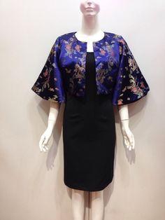 Công sở Lotus Coat Deluxe- Đầm đi tiệc cho người khó tính nhất msJOJO Vải Gấm là một trong những chất liệu truyền thống của người Việt và là một loại chất liệu xa xỉ thường được sử dụng để làm nên trang phục cho các vua chúa ngày xưa. Theo thời gian, khi đời sống người Việt phát triển và khấm khá hơn thì gấm cũng được sử dụng rộng rãi hơn và không hề khó để mua được một mét vải gấm về may váy áo. Gấm vẫn thường quen thuộc với các kiểu trang phục truyền thống như áo dài, áo bà ba nhưng nhiều…