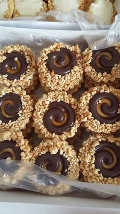 Mllakm's media content and analytics Chocolate Tiramisu, Chocolate Hazelnut, Chocolate Recipes, Poke Cake Recipes, Tart Recipes, Cookie Recipes, Homemade Tiramisu, Lemon Blueberry Cheesecake, Cream Cheese Desserts