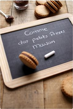 petits-princes-bn-maison8 Beignets, Coffee Break, Butcher Block Cutting Board, Biscotti, Food Styling, Crackers, Tea Time, Cookie Recipes, Food Photography