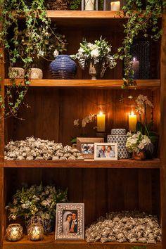 Decoração de casamento em verde e branco no Contemporâneo 8076 - Constance Zahn   Casamentos Camp Wedding, Rustic Wedding, Wedding Day, My Perfect Wedding, Wedding Decorations, Table Decorations, Cake Table, Marry Me, Backdrops