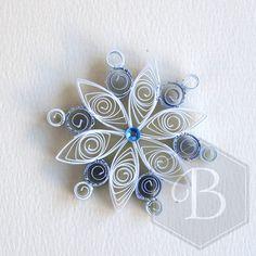 Ornamento di piccolo fiocco di neve quilled di TheBeehiveHandmade
