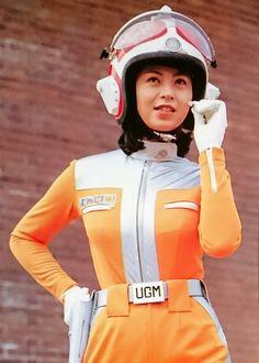 ウルトラマン80・  城野エミ [演]・石田えり Japanese Superheroes, Futuristic Motorcycle, Space Girl, Godzilla, Fancy Dress, Science Fiction, Motorcycle Jacket, Glamour, Poses