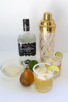 Refreshing Pear Ginger Margarita Recipe #Summer #Sips
