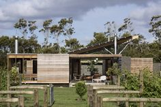 2016 New Zealand Architecture Awards Announced,Bramasole; Image © Patrick Reynolds 2016 New Zealand Architecture Awards Announced,Bramasole; New Zealand Architecture, Architecture Résidentielle, Le Ranch, Timber Planks, Garden Room Extensions, Outdoor Rooms, House Plans, New Homes, House Design