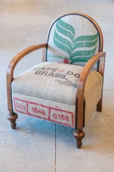 L'estoc | Muebles con valor añadido -Mueble recuperado con tapizado de sacos de…