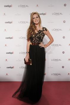 Marina Ruy Barbosa  usou um cinto dourado médio no Prêmio Contigo. A peça também combinou bem com a saia preta de tule