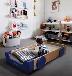 The Montessori bed, Classic Skate by Woodly (160x70). All made by hand, in Italy with certified solid wood, WITHOUT ANY paint or synthetic glue, it can be used immediately after the cradle up to 9/10 years, and later with our Kit, it turns into a small bookcase. Diy Toddler Bed, Small Bookcase, Montessori Bedroom, Diy Bett, Islam For Kids, Baby Shop, Boy Room, Kids Bedroom, Playroom