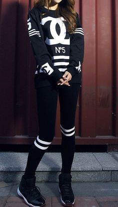 Sporty All Black Chanel Style. Tomboy Fashion, Dope Fashion, Fashion Killa, Fashion Week, Urban Fashion, Teen Fashion, Fashion Ideas, Swag Fashion, Fashion 2018