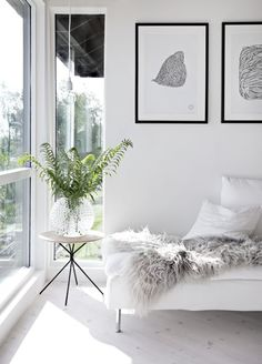 Sunny living room & weekend bouquets Monochrome black white interior style styling stylist home house design design decor Scandic minimal minimalist Home Living Room, Living Room Designs, Living Room Decor, Barn Living, Living Room White, Interior Design Minimalist, Home Interior Design, Room Interior, Interior Livingroom