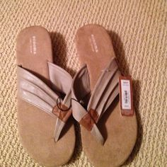 NWT tan sandals New Sonoma sandals 1 1/2 wedge Sonoma Shoes Sandals