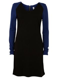 http://se.bestseller.com/vila/dresses/DAMNIDRESS1/14008999,sv_SE,pd.html?dwvar_14008999_colorPattern=14008999_BLACK_325570