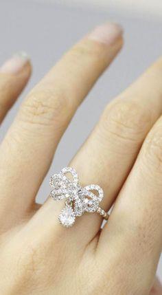 Cute bow dangling ring