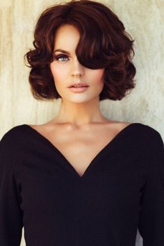 Mahagoni Haarfarbe für Frauen mit grünen Augen