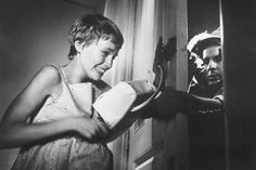 Mia Farrow dans Rosemary's Baby (1968) Jamie Lee Curtis, Scream, Baby Movie, Rosemary's Baby, Mia Farrow, Rose Marie, Dan, Films, Movies