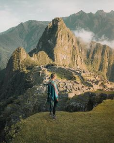 Tours a Machu Picchu y Cusco - Peru Pachamama Travel Machu Picchu, Destinations, Cusco Peru, Peru Travel, Inca, Ancient Ruins, Stunning View, Travel Posters, Monument Valley