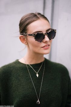 Layered necklaces, center part + tortoise cat-eye sunglasses = tres chic
