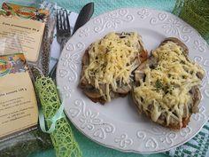 Filet z kurczaka zapiekany z pieczarkami i żółtym serem