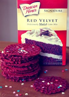 Easy Red Velvet Recipes Pizzelle Cookies, Cookies Et Biscuits, Pizzelle Maker, Waffle Cookies, Christmas Desserts, Christmas Baking, Christmas Cookies, Churros, Cookie Desserts