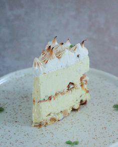 Citronfromage is med krokant og brændt marengs - Pilens Køkken Mousse, Ice Ice Baby, Cakes And More, Vanilla Cake, Delicious Desserts, Cravings, Sweet Tooth, Deserts, Frozen