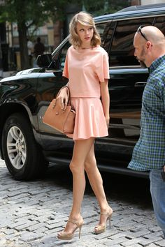 """my-tight-little-skirt: """"Taylor Swift in cute pink tight little skirt Follow for more posts daily! 21,000 Followers! http://my-tight-little-skirt.tumblr.com/ """" Nice! Cute!!"""