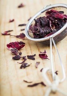 7 maneiras de deixar o chá de hibisco mais gostoso