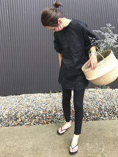 夏こそ大活躍♡スキニーからワイドまで「大人の黒パンツ」コーデ - LOCARI(ロカリ) Fashion Pants, Love Fashion, Autumn Fashion, Womens Fashion, Fasion, Weekend Outfit, Weekend Wear, Casual Street Style, Street Style Women