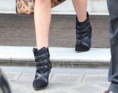 Rosie Huntington-Whiteley wears grey Isabel Marant boots in Paris (5)