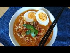 In episode 3 of their weekly webcast, Zona and Jackie M reinterpret Jackie's Laksa Nyonya recipe for the Thermomix. Malaysian Recipes, Malaysian Food, Asian Cooking, Cooking Tips, How To Make Curry, Laksa Recipe, Asian Street Food, Asian Recipes, Ethnic Recipes