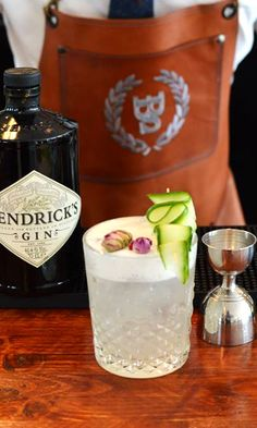 Gin and Tonic is the best way to start celebrating the start of spring. Recipe: 60ml Hendrick's Gin 25ml Tonic & Rose Syrup 20ml Lime Juice Finish with House-made Cucumber Foam Do you want to make this yourself? Check out our awesome 2-day mixology course!