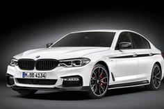 В Мюнхене продолжают развивать линейку аксессуаров M Performance – полный набор аксессуаров получил новый седан 5-серии. Как всегда для модели доступны доработки экстерьера, интерьера, двигателя и ходовой части.