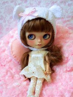Blythe Doll Bear Helmet / white / pink bow by AltheasDollHouse