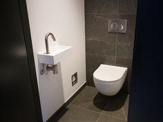 Moderne toiletten / badkamershowroom De Eerste Kamer Matt white toilet The First Chamber.
