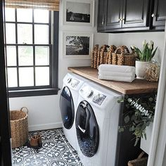 One day I will have a laundry room with a window... I could do laundry here all day long! ( Via @dearlillie )
